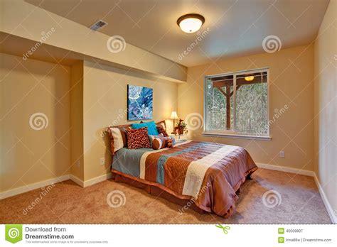le chambre à coucher intérieur de chambre à coucher accompli dans le thème