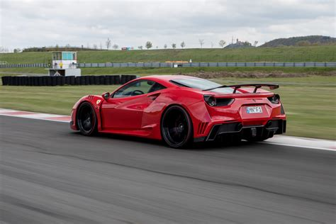 The ferrari 488 gtb spider interiors feature electrically adjustable driver and co passenger seat with memory function, new door panels feature ergonomic armrest, and leather upholstery used for the seats. novitec-n-largo-ferrari-488-gtb-spider (10) - Zero2Turbo