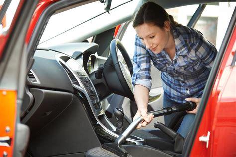 laver siege auto comment nettoyer des taches de gras sur un siège de voiture