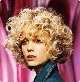 Cheveux Court Bouclé Femme : permanente cheveux courts femme ~ Louise-bijoux.com Idées de Décoration