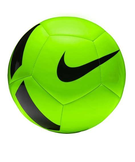 Fußball ist wie liebeskummer, beides kann grausam sein. Nike Pitch Team Football Fussball Grün F336 gruen
