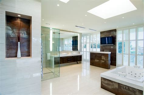 high  luxurious modern master bathrooms