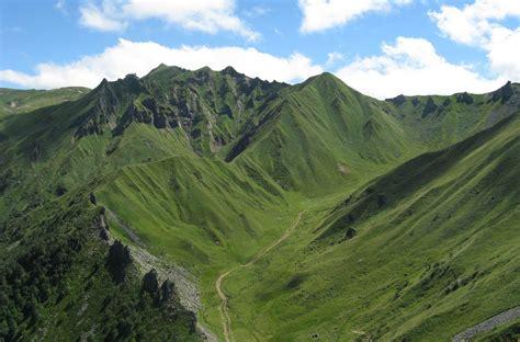 office du tourisme le mont dore le puy de sancy dans le massif central l office de tourisme du puy de sancy