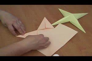 3d Sterne Aus Papier Basteln : video anleitung zum 3d sterne basteln so geht 39 s mit ~ Lizthompson.info Haus und Dekorationen