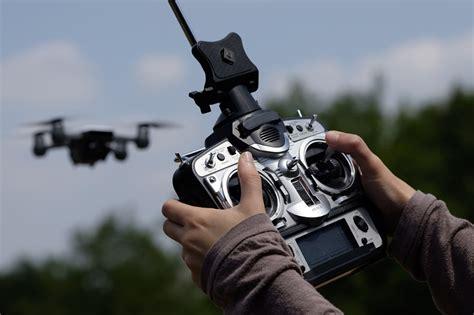 einsteiger drohne mit kamera die besten quadrocopter im test