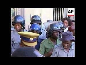 ZIMBABWE: HARARE: CHENJERAI HUNZVI COURT CASE - YouTube
