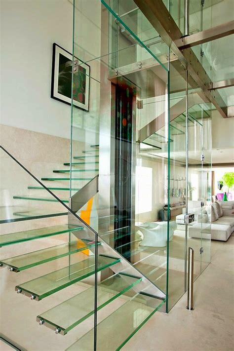 treppengelaender glas luftiges gefuehl im innendesign