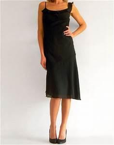location de robe noire avec une bretelle a volant robe de With robe noir mi longue