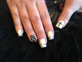 Black and white acrylic nail art : Of acrylic nails with white and black polish free hand nail art