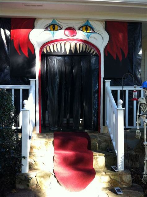 Scary Door Decorating Contest Ideas - 20 cool and scary clown decorations home