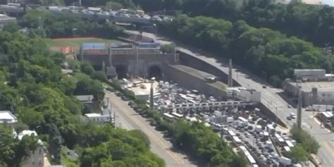 buses collide  lincoln tunnel injuring