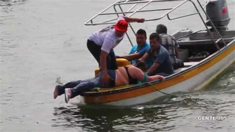 Tourist Boat Sinks 2017 by Colombia Six Dead 13 Missing After Tourist Boat Sinks In
