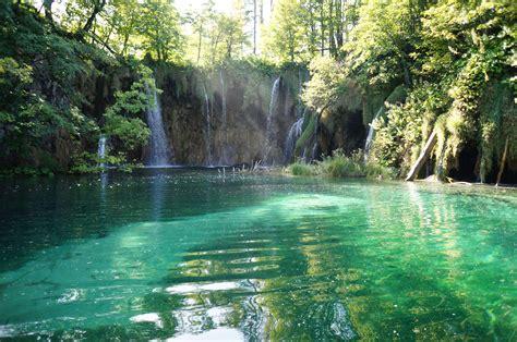 croatia land  waterfalls  nervous traveler