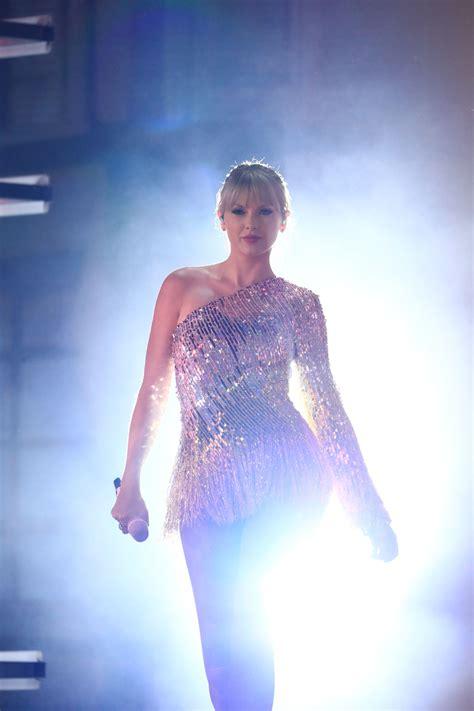 2019 Billboard Music Awards - 069 - Taylor Swift Web Photo ...