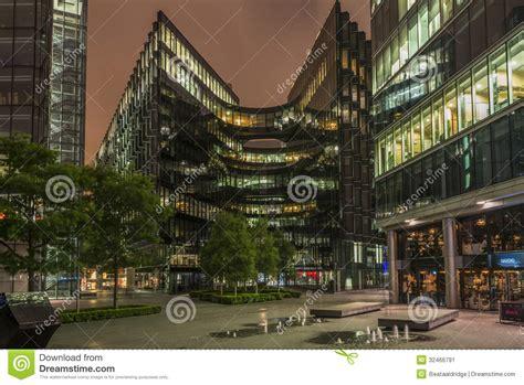 edifici per uffici edifici per uffici contemporanei di londra alla notte