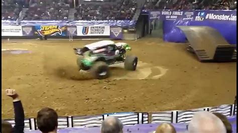 monster truck show portland oregon grave digger donut 14 february 2015 youtube