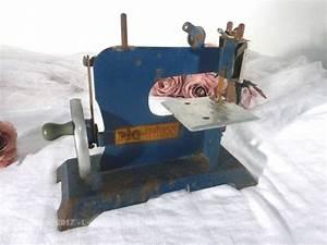 Petite Machine À Coudre : ancienne petite machine coudre jouet le grenier de lisette ~ Melissatoandfro.com Idées de Décoration