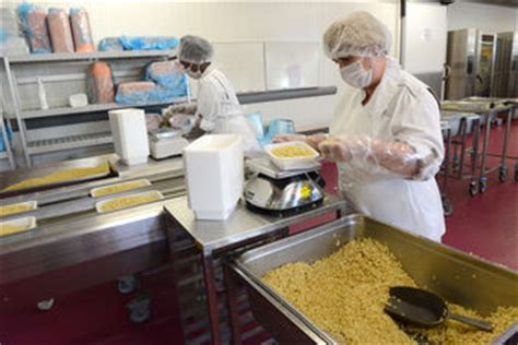 cuisine centrale ile de elior enseignement inaugure la cuisine centrale de lyon