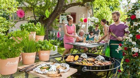 Getränke Kühlen Gartenparty by Gartenparty Saison So Gl 228 Nzt Du Als Gastgeber