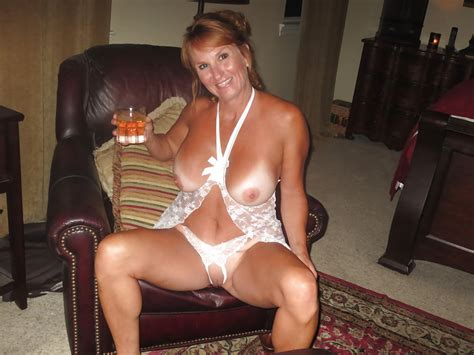 Hot Amateur Redhead Milf Wife Poses Nude Part Pics