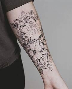 Tatouage Bras Femme Fleur : tatouage avant bras demi manchette et bras complet faire un choix avis ~ Carolinahurricanesstore.com Idées de Décoration