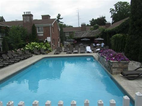 outdoor pool picture of the pillar and post inn spa and