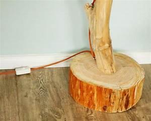 Stehlampe Aus Holz : stehlampe aus einem ast diy anleitung ideen inspirationen ~ Indierocktalk.com Haus und Dekorationen