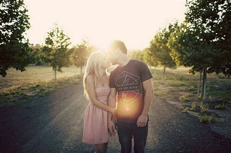 Holding Hand Cute Couple Sunset Love Feelings Nineimages