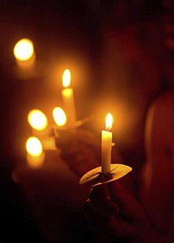 memorial ideas  loved  holding  candlelight vigil