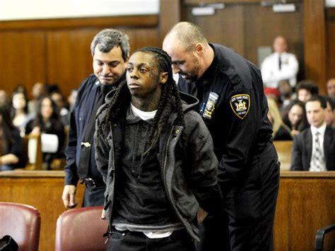 lil wayne prison suicide jail court rapper rappers gun gig observation konsert melampau he arrested aide inmate lands sentenced possession