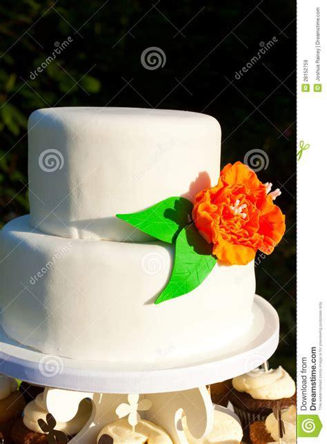 simple white wedding cake royalty  stock images