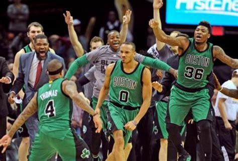 Celtics stun Cavs on Bradley's buzzer-beater trey