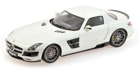 Minichamps 107032020 2013 Brabus 700 Biturbo Coupe 1