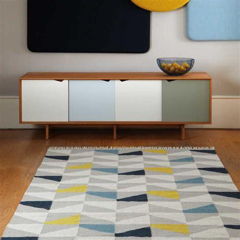 tapis design type kilim tisse main gris jaune  bleu