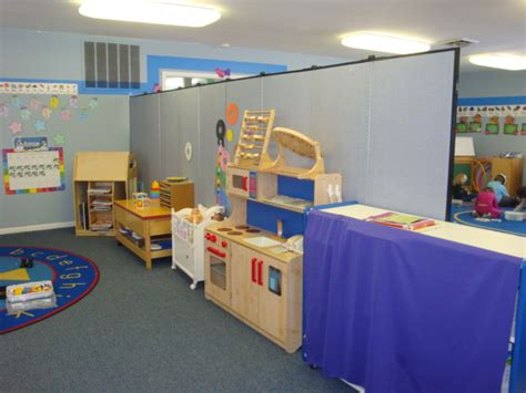 daycare learning center uses portable walls to divide space 148 | SF099 Daycare Room Dividers 1