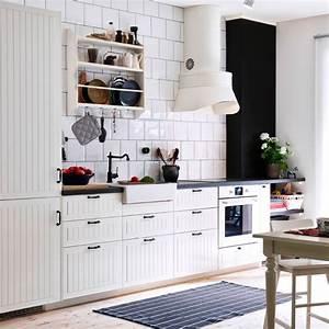 Schwarz Weiße Küche : traditionelle wei e k che mit kroktorp fronten in elfenbeinwei und s ljan arbeitsplatten ~ Markanthonyermac.com Haus und Dekorationen