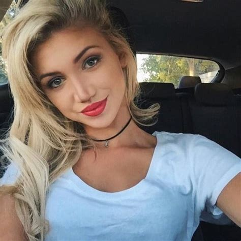 Get Ready For Some Sexy Girls Taking Selfies Pics