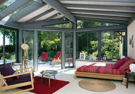 la veranda moderne transformée en coin de sommeil estival