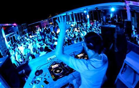 greeces electronic  festivals  attract tourists