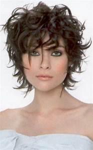 Coupe Courte Frisée Femme : coupe courte cheveux boucles ~ Melissatoandfro.com Idées de Décoration