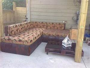 Diy reclaimed pallet outdoor sectional sofa 99 pallets for Pallet sectional sofa plans
