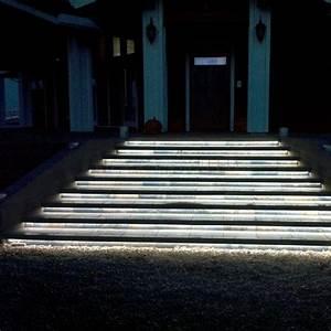 Treppenbeleuchtung Led Außen : led streifen wasserdicht treppenbeleuchtung aussen garden pinterest led streifen ~ Markanthonyermac.com Haus und Dekorationen