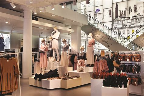 visual merchandising seeing is believing in business drapers