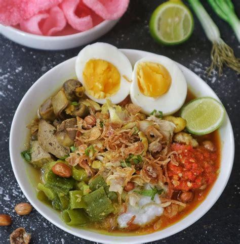 Sambal pecak sering disajikan dengan lauk pauk seperti ayam goreng dan ikan goreng. Resep Bubur Ayam Khas Cianjur - Dreamoia.com