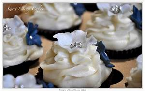 navy blue wedding cupcakes, pearls instead of silver ...