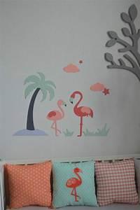 Décoration chambre bébé flamant rose palmier étoiles nuages mint corail saumon gris Gigoteuse