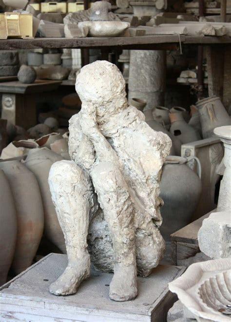 figuras humanas en pompeya viajar  italia