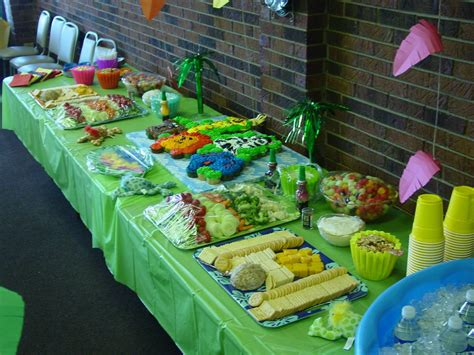 jungle theme baby shower table decoration ideas
