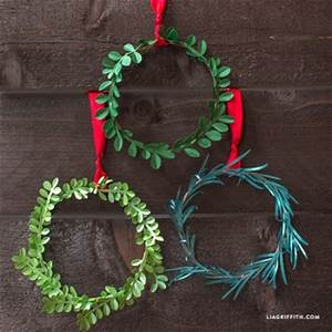 Mini DIY Paper Holiday Wreath by lia griffith