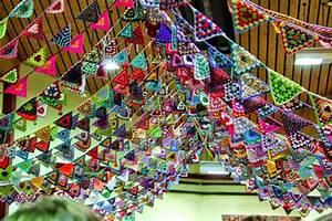 Banderines y guirnaldas para fiestas tejidas con ganchillo